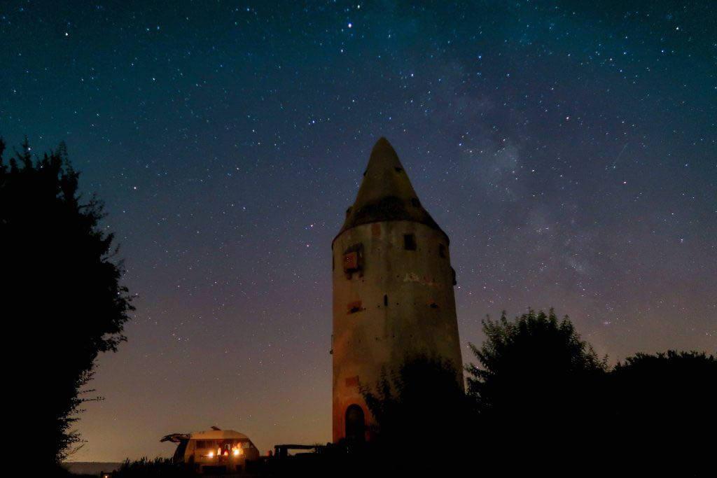Sternenaufnahme mit Camper