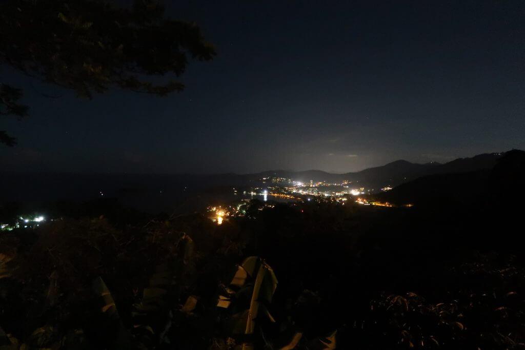Karon Viewpoint bei Nacht